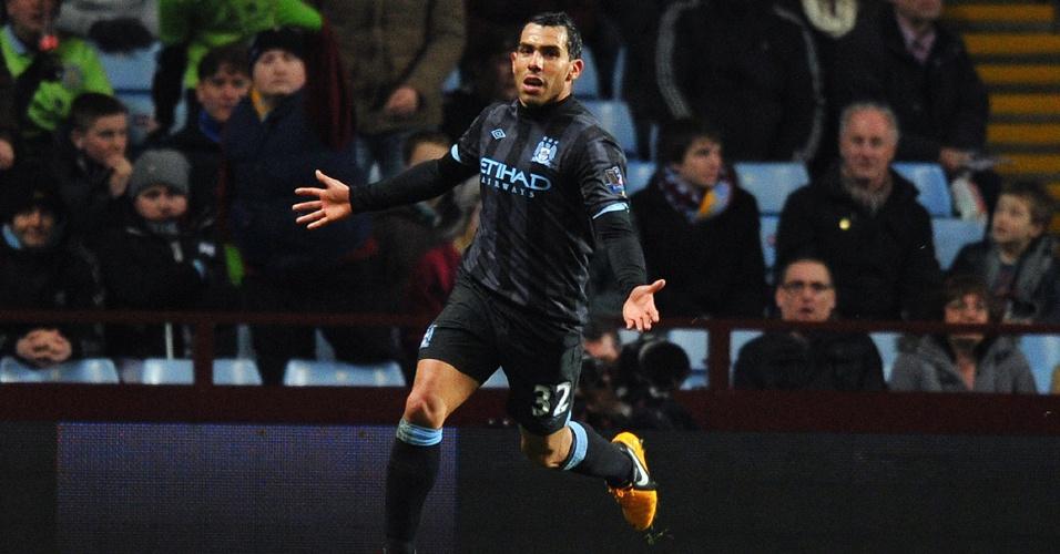 04.mar.2013 - Carlitos Tevez, do Manchester City, comemora após marcar contra o Aston Villa, pelo Campeonato Inglês