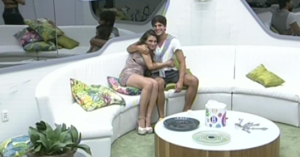 3.mar.2013 - André elimina Fani da prova do líder e abraça Kamilla ao ver que só restaram os dois