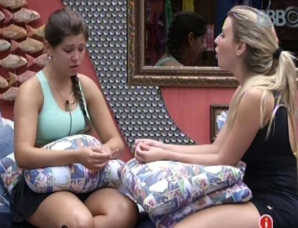 4.mar.2013 - Andressa fala para Fernanda que tem medo de Nasser sair e critica Maroca