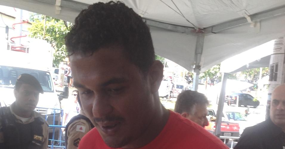 4.mar.2013 - Clayton Gonçalves, motorista do goleiro Bruno, chega ao fórum de Contagem (MG), onde o jogador será julgado