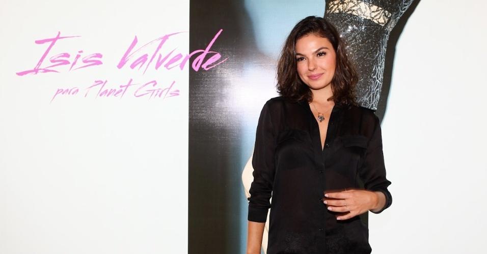 4.mar.2013 - Isis Valverde prestigiou o lançamento da coleção outono/inverno de uma grife feminina em São Paulo