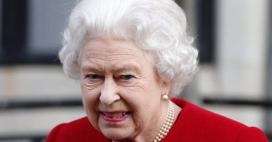 4.mar.2013 - Rainha Elizabeth, do Reino Unido, deixa o hospital King Edward 8º, em Londres