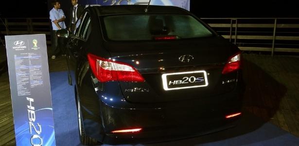O porta-malas do sedã tem 450 litros, 150 l a mais que o do hatchback lançado em outubro - André Deliberato/UOL