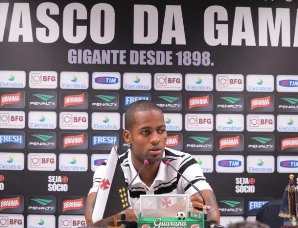 Zagueiro do Vasco, Dedé concede entrevista coletiva em São Januário (04/03/2013)