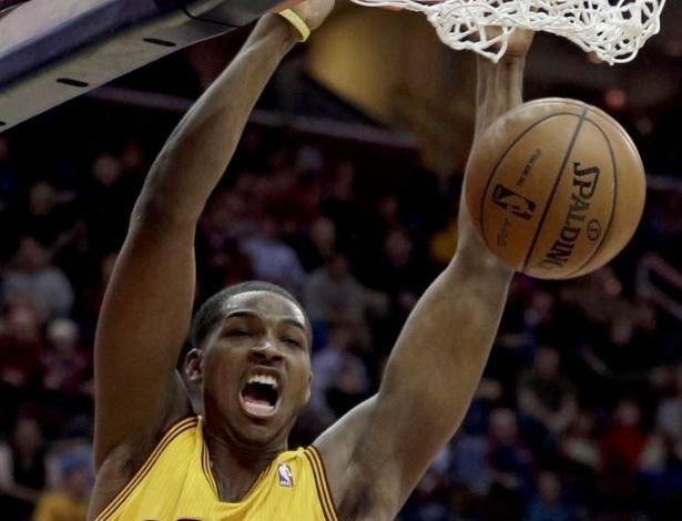 04.mar.2013 - Tristan Thompson grita após enterrar a bola na partida entre seu Cavs e o New York Knicks