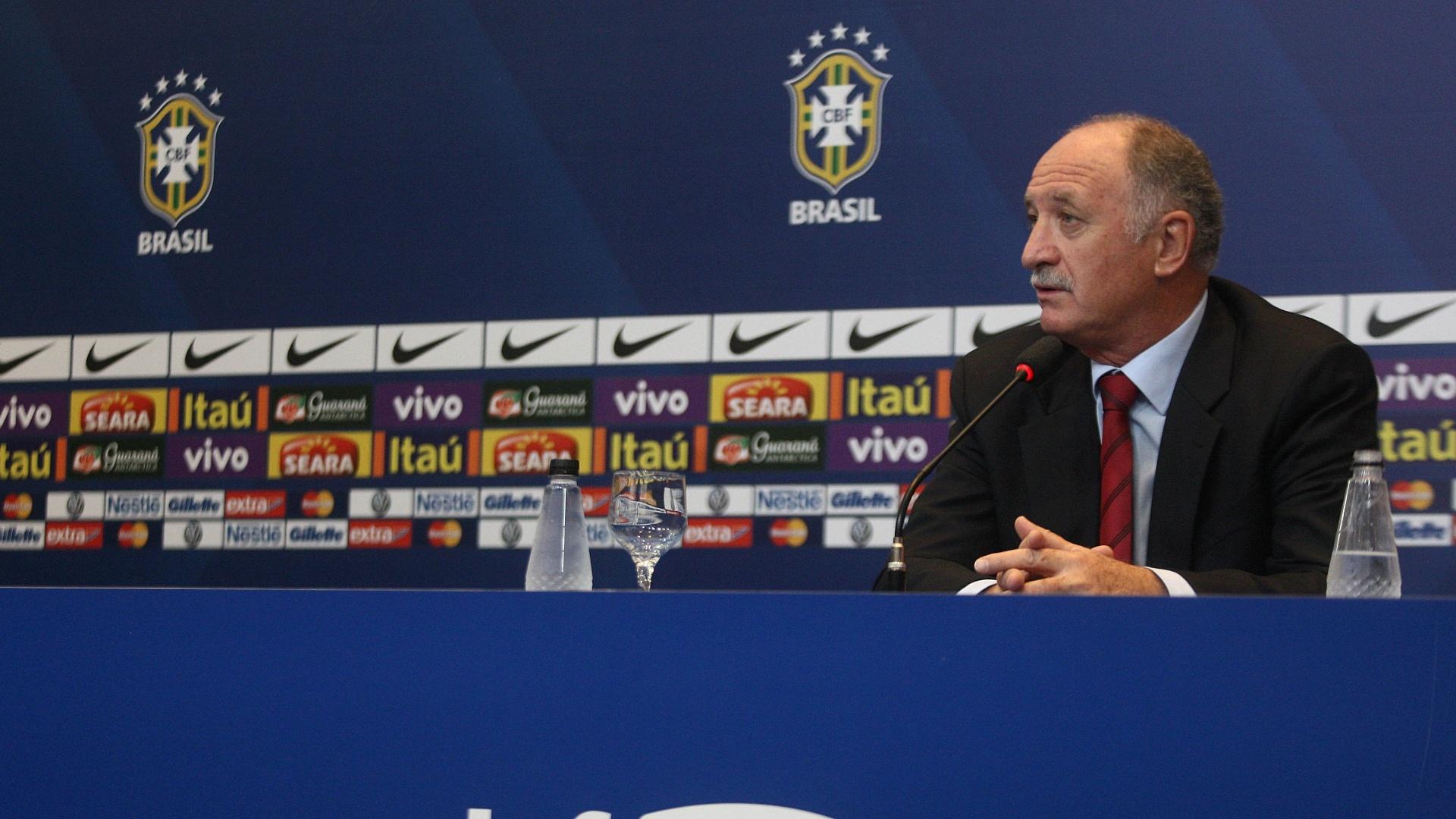 05.fev.2013 - Luiz Felipe Scolari concede entrevista coletiva após o anúncio da convocação da seleção brasileira