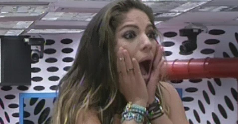 5.mar.2013 - Anamara se emociona ao ver sue pai e seu irmão na nona eliminação do