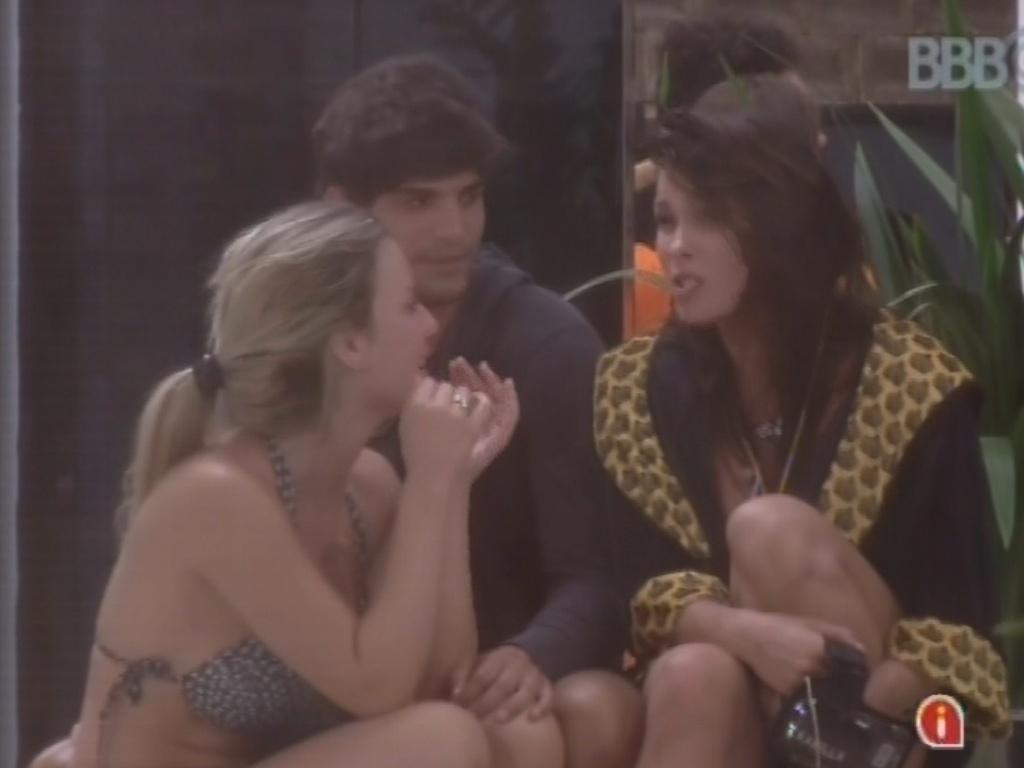 5.mar.2013 - Fernanda, André e Kamilla dizem que irão aproveitar a festa da próxima quarta-feira