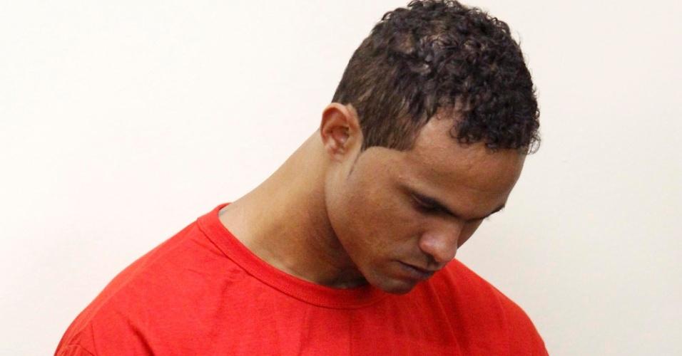 5.mar.2013 - Goleiro Bruno Fernandes no segundo dia de seu julgamento, no fórum de Contagem (MG). O jogador é acusado de mandar matar, em junho de 2010, sua amante Eliza Samudio, com quem teve um filho