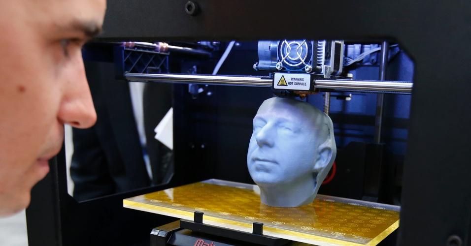 5.mar.2013 - Impressora 3D da MakerBot é exibida na feira de tecnologia Cebit, realizada na Alemanha até 9 de março. Para ver como funciona uma impressora 3D, clique em MAIS