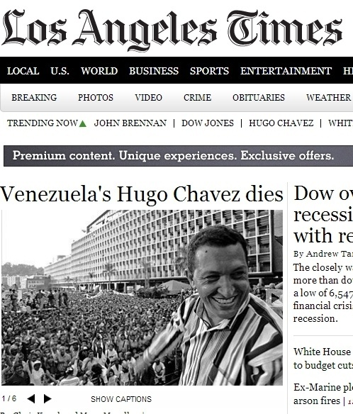 """5.mar.2013 - O jornal norte-americano """"Los Angeles Times"""" anuncia a morte do presidente da Venezuela, Hugo Chávez, nesta terça-feira. Ele foi vítima aos 58 anos de um câncer na região pélvica, com o qual convivia há cerca de um ano e meio"""