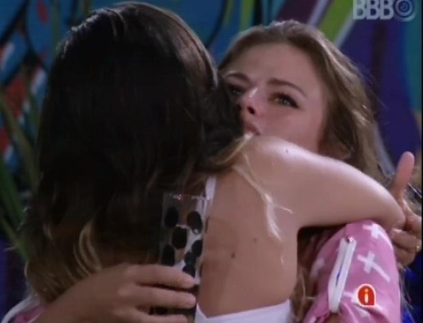 Anamara e Natália se abraçam após pedido de desculpa da baiana