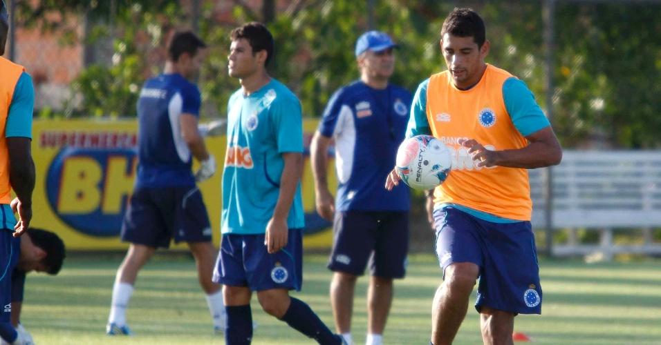 Diego Souza durante treino do Cruzeiro na Toca da Raposa II (5/3/2013)