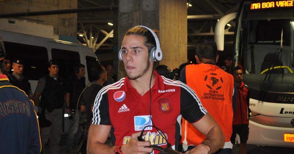 Jogadores do Caracas chegam consternados à Arena do Grêmio (05/03/2013)