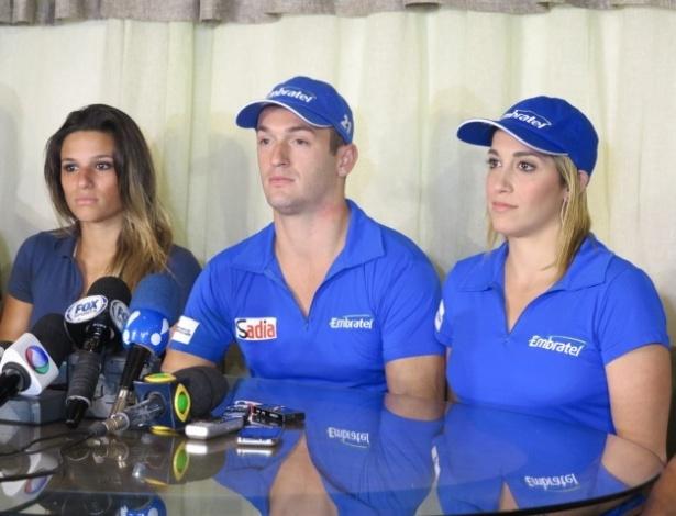 05.mar.2013 - Jade Barbosa (e), Diego (c) e Daniele Hypolito falam em coletiva sobre o fim da equipe de ginástica do Flamengo