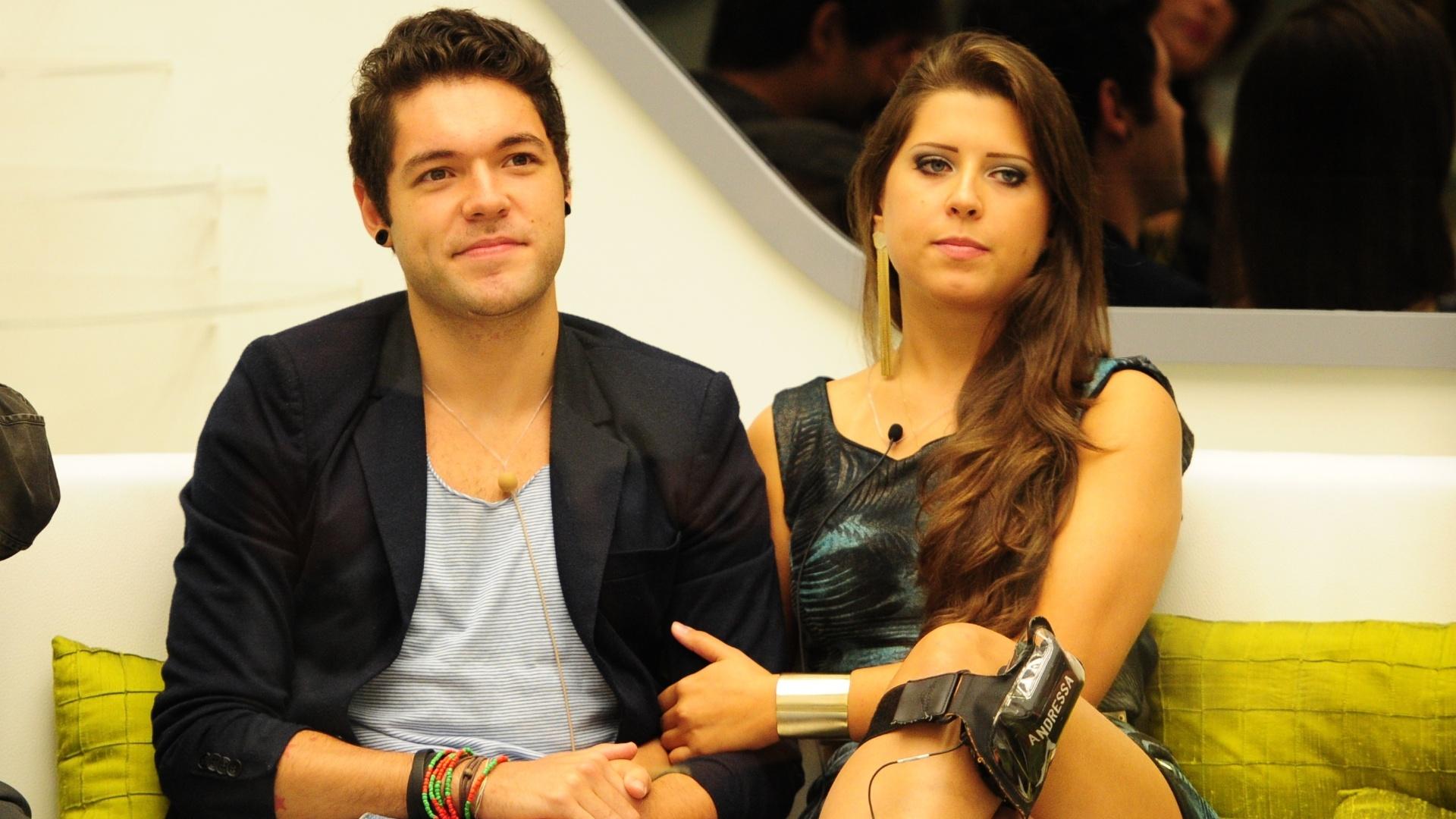 5.mar.2013 - Nasser e Andressa aguardam resultado da nona eliminação do