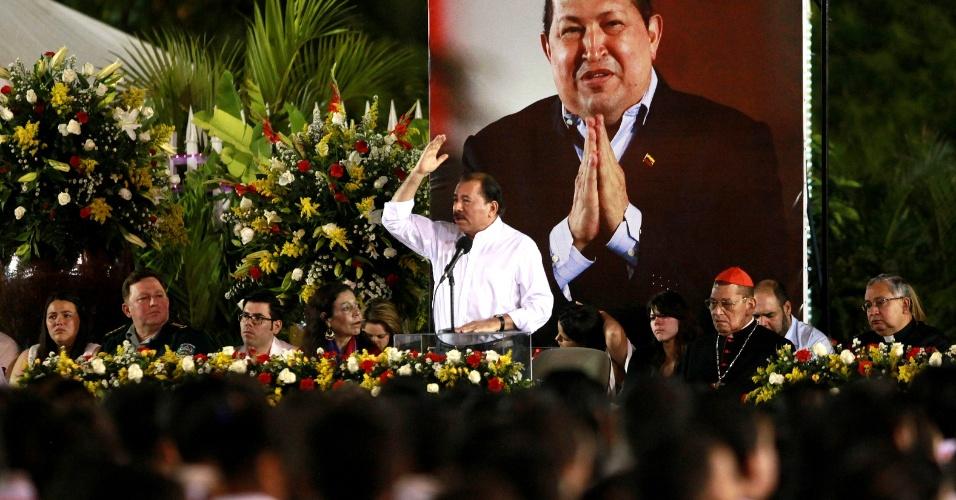 5.mar.2013 - O presidente da Nicarágua, Daniel Ortega, discursa durante homenagem póstuma a Hugo Chávez, na praça da Revolução, em Manágua. Ortega prometeu continuar lutando por uma unidade latinoamericana e caribenha, parte da filosofia da Alba (Aliança Bolivariana para os Povos da América)
