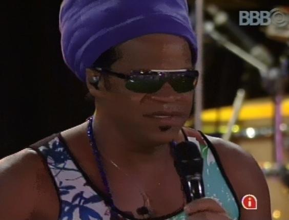 6.mar.2013 - Carlinhos Brown abre Festa Astral com show na noite desta quarta-feira exclusivo para os brothers