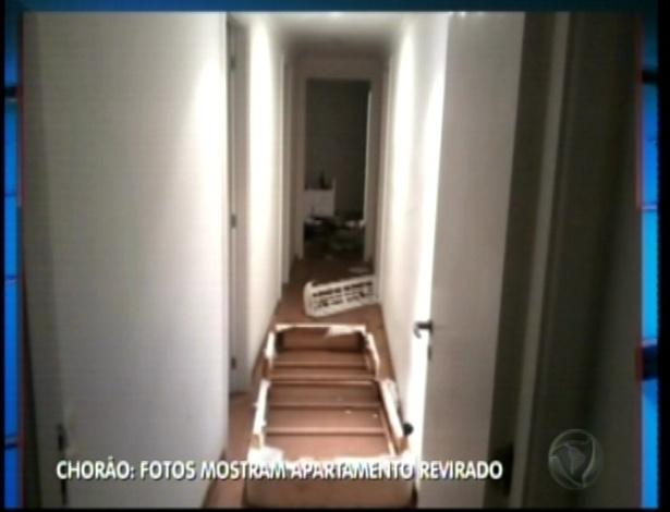 6.mar.2013 - Chorão foi encontrado morto de bruços. A Polícia encontrou o apartamento do cantor revirado