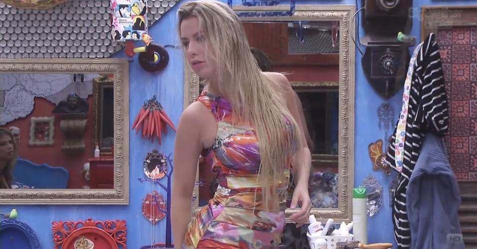 6.mar.2013 - Fernanda também exibe seu visual fornecido pela produção do