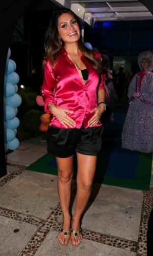 6.mar.2013 - Grávida, Natália Guimarães prestigiou o aniversário de três anos de Helena e Isabella, filhas de Luciano, em uma casa de festas em São Paulo