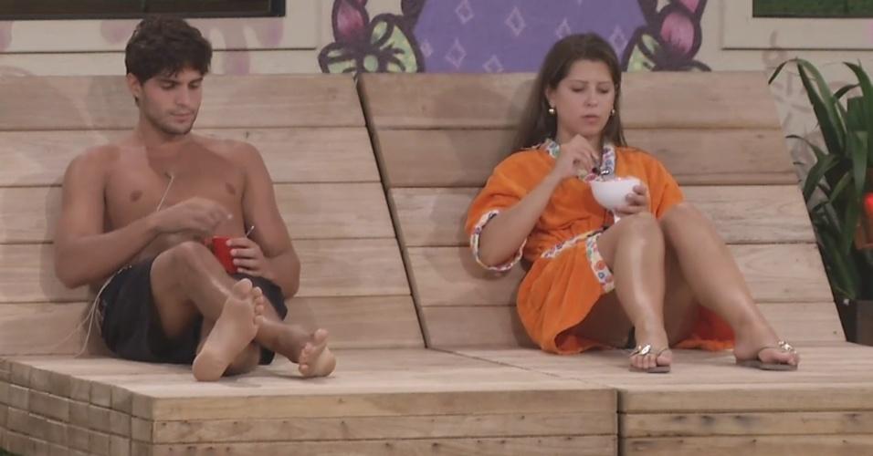 6.mar.2013 - Únicos acordados, André e Andressa conversam sobre eliminação de Anamara
