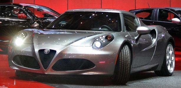Alfa Romeo 4C: uma espécie de esportivo em tom menor, mas com charme inegável - Christian Brun/AP