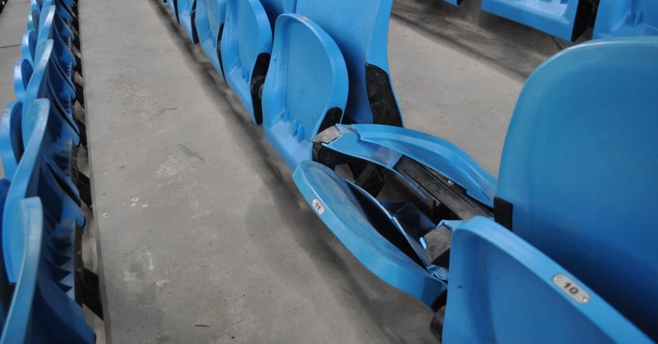 Cadeira quebrada na Arena por torcedores do Grêmio após jogo com Caracas (05/03/2013)