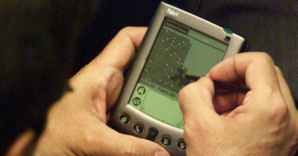 Perder a caneta do Palmtop. Se você perdesse a caneta Stylus, teria de desembolsar uma pequena fortuna para comprá-las individualmente ou improvisar com um acessório menos estiloso. Isso porque, antes das telas realmente sensíveis ao toque, sua vida digital podia depender de uma Stylus: ela era essencial para enviar comandos ao Palmtop, o irmão (bem) mais velho dos smartphones. Outro desafio para os usuários de Palm era aprender o sistema de reconhecimento de escrita Graffiti