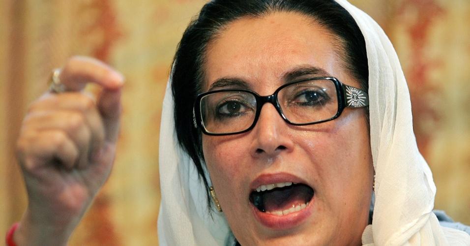 7.mar.2013 - A então ministra paquistanesa Benazir Bhutto. Ela dirigiu o Partido Popular do Paquistão (PPP), de centro-esquerda, Foi a primeira mulher a ocupar o cargo de primeiro-ministro em um país de religião muçulmana