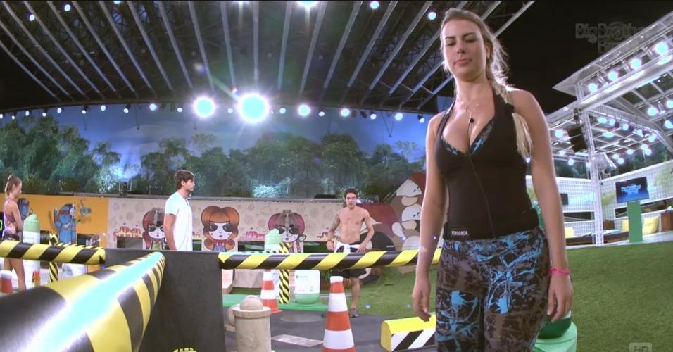 7.mar.2013 - Concentrada, Fernanda evita falar ou cantar durante a prova do líder