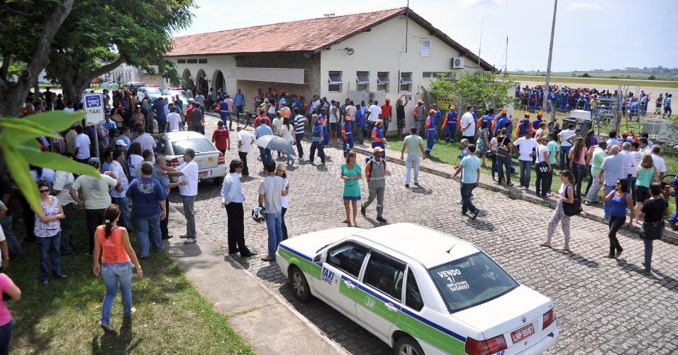 7.mar.2013 - Manifestantes protestam em Campos dos Goytacazes (RJ) contra o projeto que reduz os royalties do petróleo para os Estados produtores (Rio e Espírito Santo)