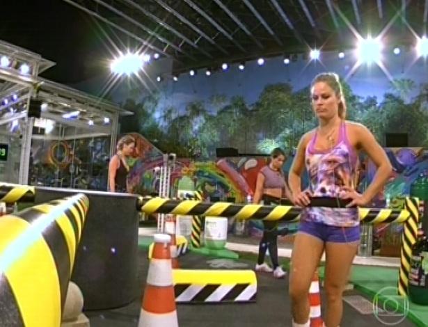 7.mar.2013 - Natália, Fani e Fernanda participam da prova do líder