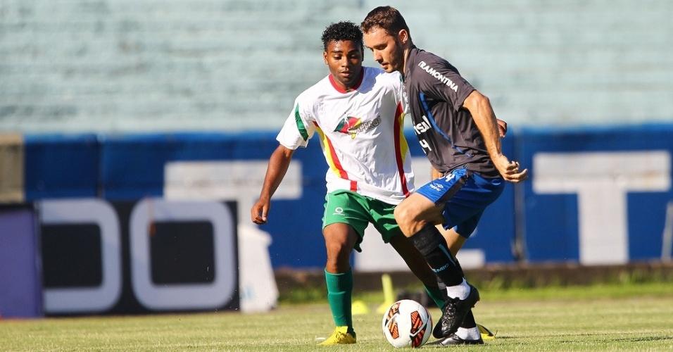 Fábio Aurélio faz golaço em jogo-treino do Grêmio nesta quinta-feira (07/03/2014)