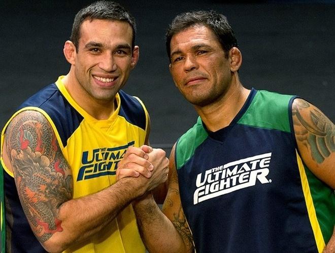 Fabrício Werdum (e) e Minotauro são os técnicos do reality show e vão comandar equipes na disputa pelo contrato com o UFC