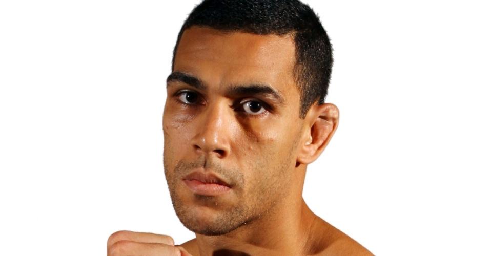 Felipe Olivieri, tem 27 anos, 1,79 m e 79 kg. Nascido em São João de Meriti (RJ), tem cartel de 11 vitórias e quatro derrotas