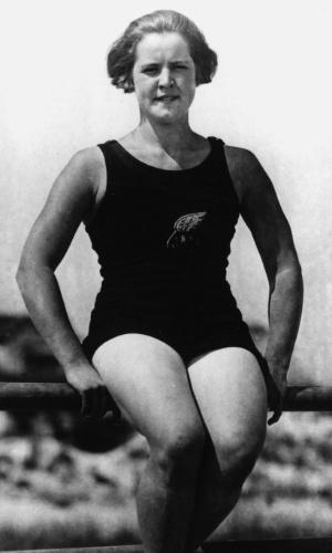 Gertrude Ederle ? Nadadora norte-americana que se tornou a primeira mulher a atravessar o Canal da Mancha a nado. Conquistou três medalhas olímpicas e estabeleceu, junto com a equipe dos EUA, um novo recorde mundial do revezamento 4x100 nos Jogos de Paris em 1924.