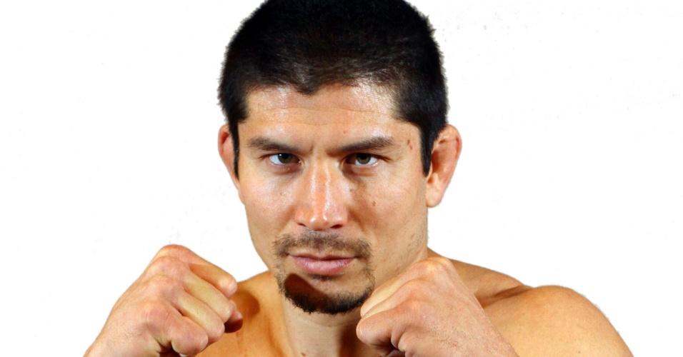 Pedro Iriê, tem 33 anos, 1,75 m e 84 kg. Nascido em Bragança Paulista (SP), tem cartel de 9 vitórias e cinco derrotas