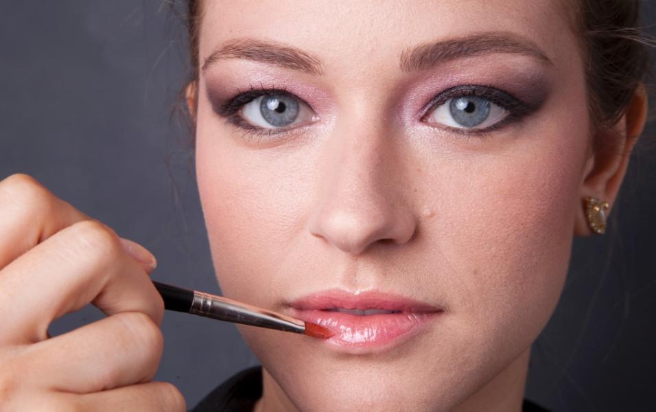 Sombra rosa permite romantismo na maquiagem