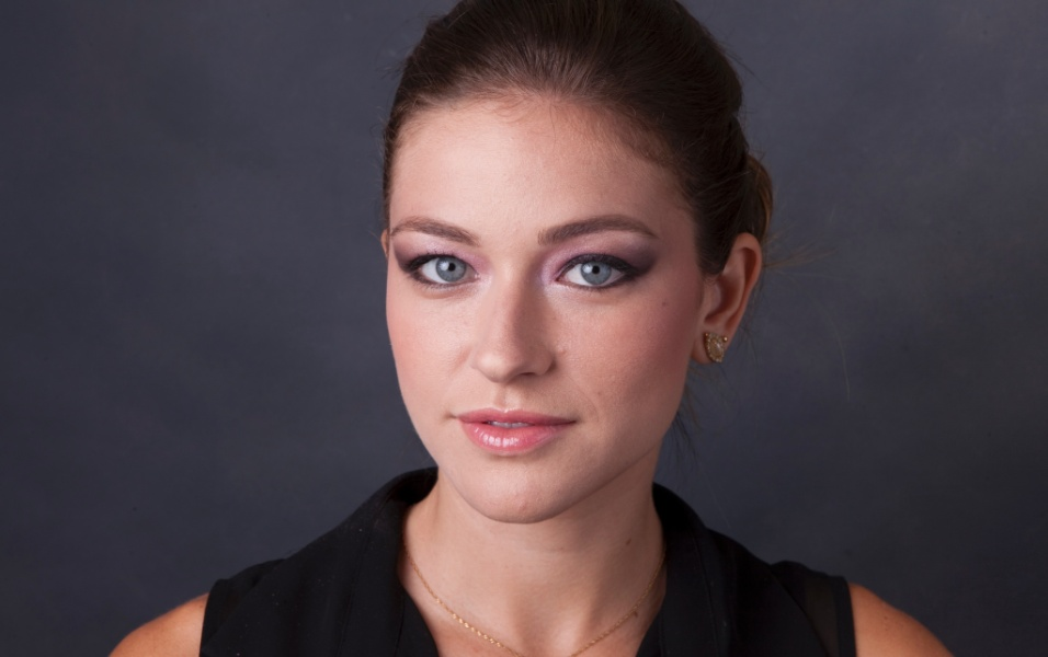 Sombra rosa fresh permite romantismo na maquiagem