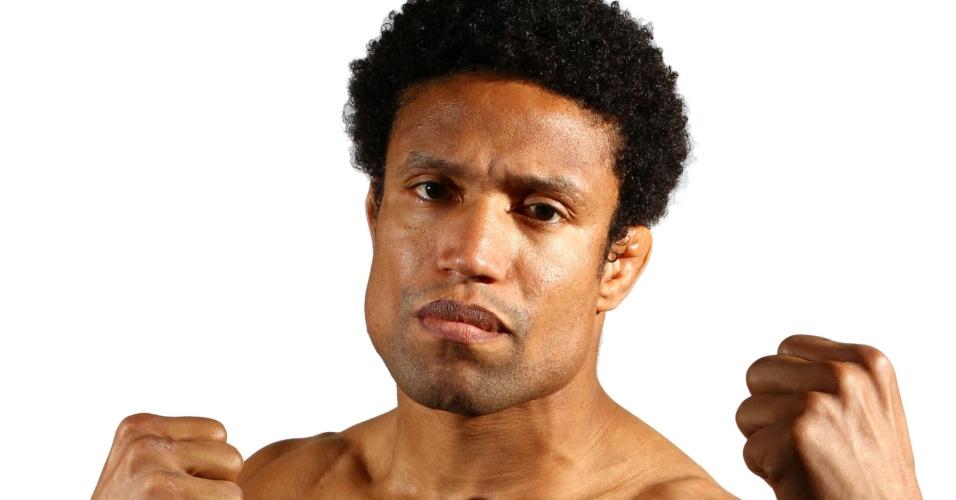 Thiago Alves, o Unstoppable, tem 33 anos, 1,79 m e 79,5 kg. Nascido em São Paulo, está invicto com 3 vitórias