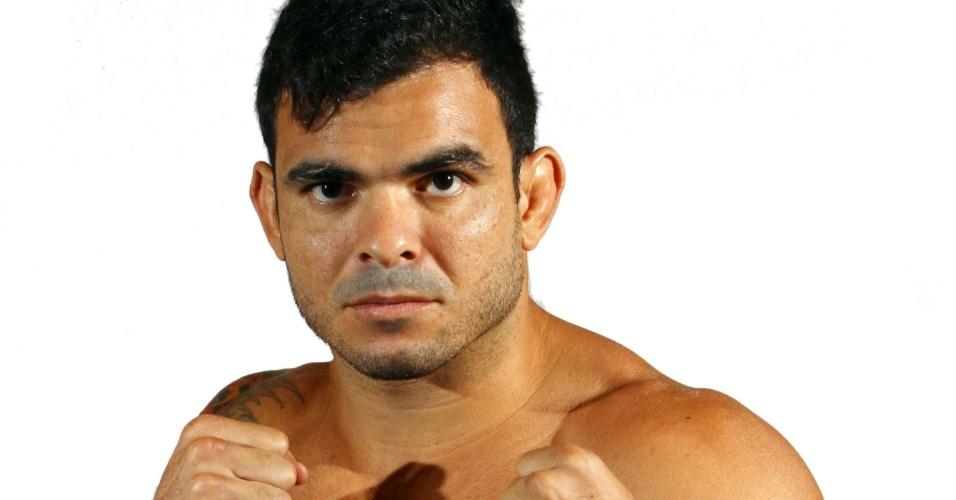 Thiago Gonçalves, o Jambo, tem 33 anos, 1,80 m e 90 kg. Nascido em Maceió (AL), tem cartel de 15 vitórias e três derrotas