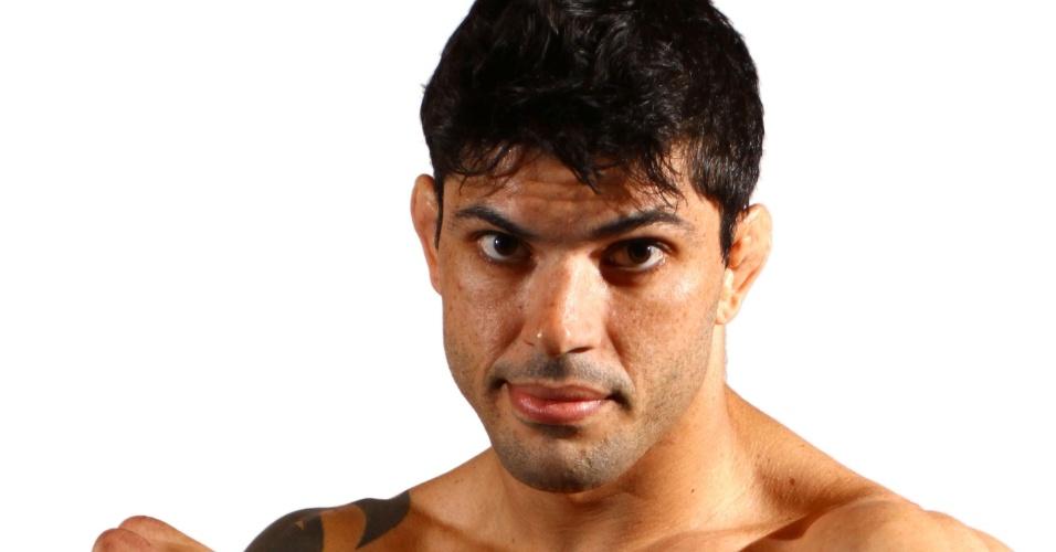 Viscardi Andrade, tem 29 anos, 1,82 m e 83,6 kg. Nascido em São Paulo, tem cartel de 13 vitórias e cinco derrotas
