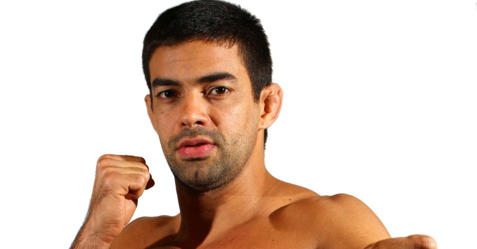 Yan Cabral, tem 29 anos, 1,83 m e 84 kg. Nascido no Rio de Janeiro, está invicto com dez vitórias