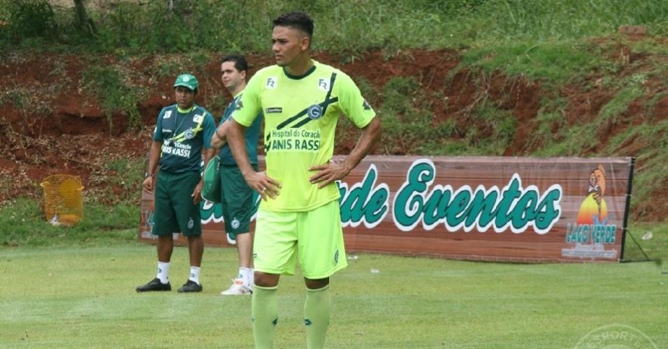 Zagueiro Valmir Lucas realiza um treino no CT do Goiás