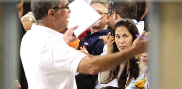 8.mar.2013 - Dona Sonia, mãe de Eliza Samudio, em júri do ex-goleiro Bruno