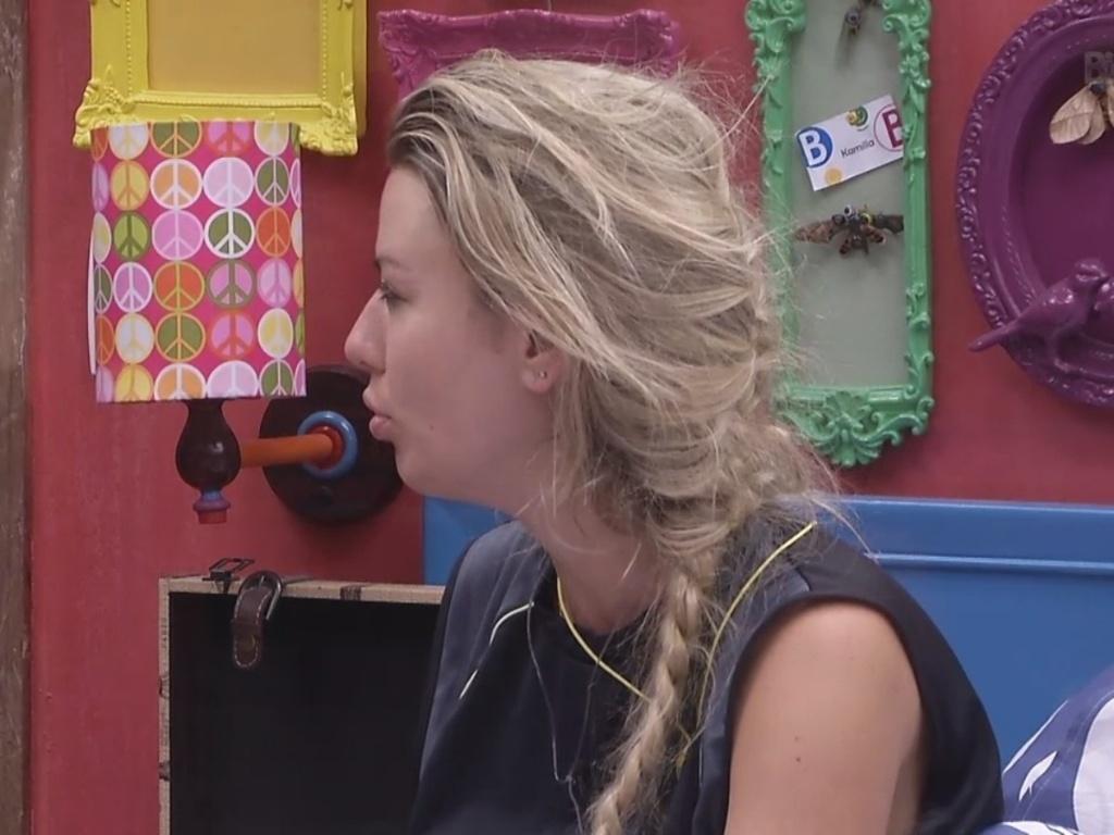 8.mar.2013 - Fernanda acorda no quarto Brechó depois de ser a última a sair da prova de resistência que valia a liderança