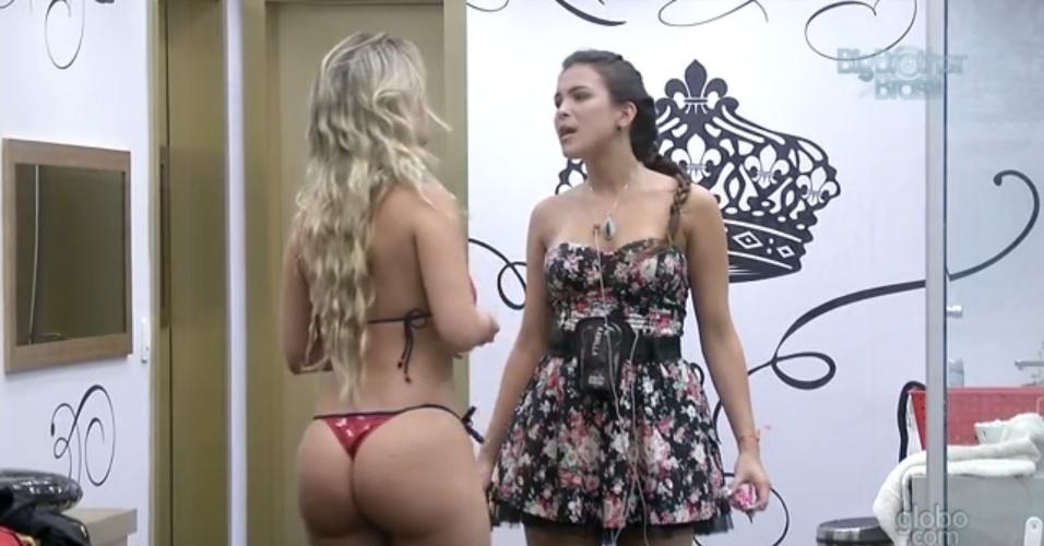 8.mar.2013 - Kamilla conta a Fernanda sobre reação de Nasser após saída da prova do líder
