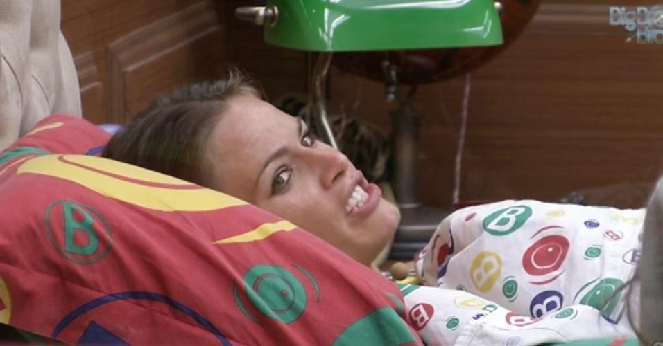 8.mar.2013 - Natália diz para Andressa que há uma rixa entre André e Nasser