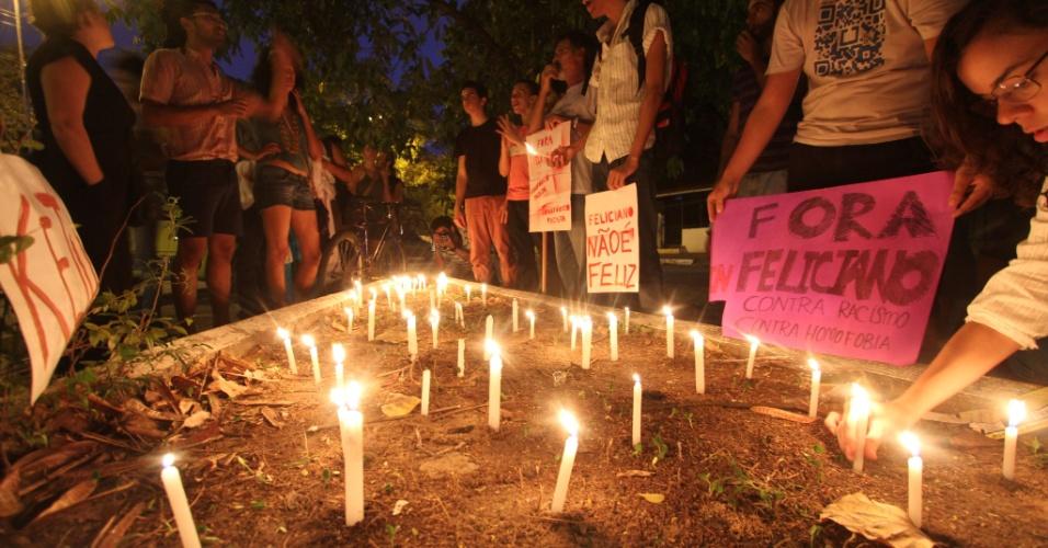 8.mar.2013 - Protesto do Grupo Homossexual do Paulista contra o deputado federal Marco Feliciano, que assumiu nesta semana a presidência da Comissão de Direitos Humanos da Câmara dos Deputados